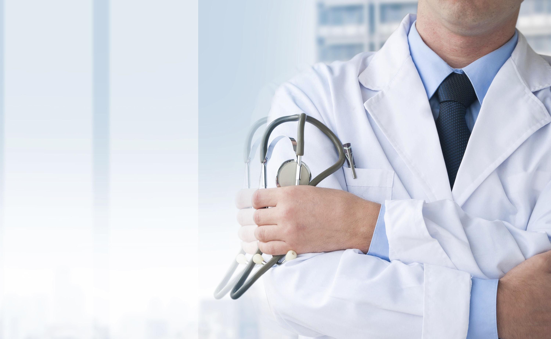 Il medico aziendale per valutare i rischi non deve basarsi solo sulle informazioni del datore di lavoro ma agire di propria iniziativa raccogliendo notizie sul posto