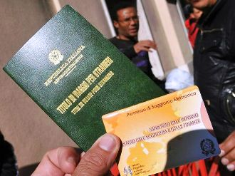 Costo del permesso di soggiorno sproporzionato italia for Legge permesso di soggiorno