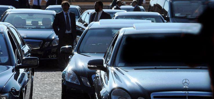 Taglio alle auto blu: nel 2012 realizzato un risparmio del 12% rispetto all'anno prima, con un taglio della spesa pari a 128 milioni, la spesa complessiva 2012 è stimata in un miliardo e 50 milioni