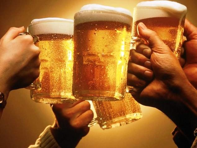 Il primo sorso di birra? È un piacere della vita. E del fisco. Gli industriali del settore vanno all'attacco dell'aumento dell'accisa su bionde e superalcolici
