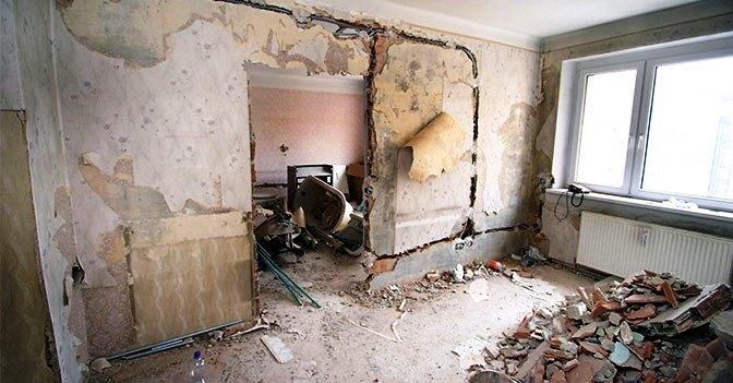 Prorogata fino al 31 dicembre 2013 la detrazione d'imposta sugli interventi di recupero del patrimonio edilizio. Confermata anche la maggiore percentuale del 50% rispetto al 36% previsto dal TUIR. Per gli interventi antisismici la percentuale è del 65% fino a 96.000 euro