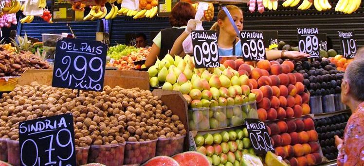 """""""Stop alla vendita all'aperto di frutta e verdura"""". I commercianti sorpresi a esporre sulla strada le cassette con questi alimenti rischiano una condanna penale"""