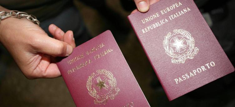 """Un emendamento al decreto Irpef fa scattare il raddoppio della tassa per il rilascio del passaporto ma cancella il """"bollo"""" annuale"""