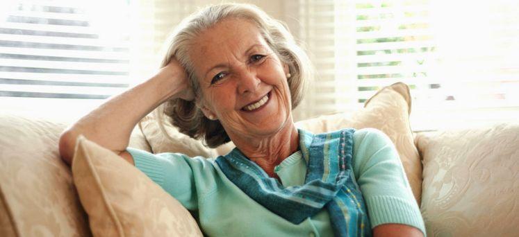 La legge n. 243/2004 consente alle lavoratrici dipendenti di andare in pensione con la vecchia pensione di anzianità con 35 anni di contributi e 57 di età