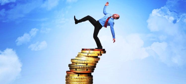 Grave sperequazione tra dipendenti e autonomi: i primi pagano l'81% del totale delle imposte. La denuncia della Corte dei Conti