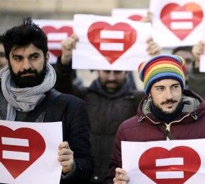 Pensione di reversibilità a coppie gay: costerebbe poco, parola di INPS