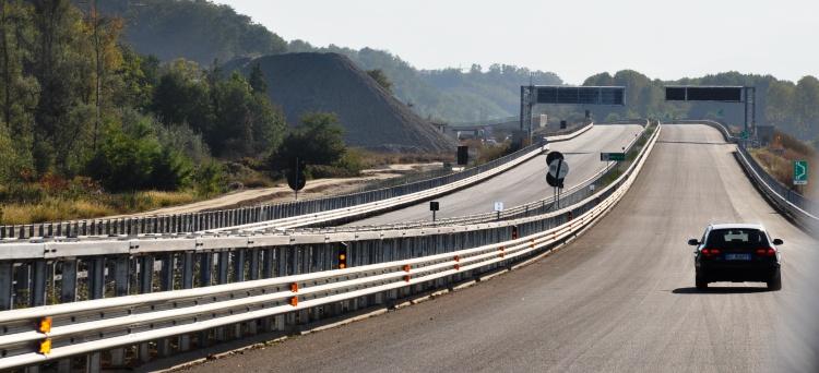 Gli utenti tipici (automobilisti) di un tratto autostradale non possono essere equiparati ai lavoratori