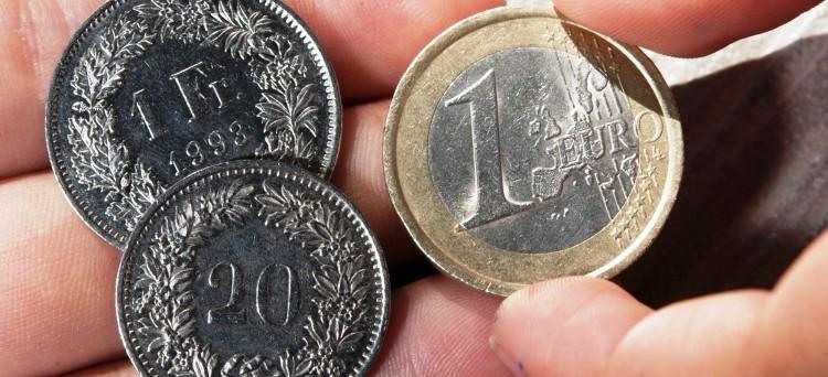 Per il periodo di imposta 2015 la riduzione forfetaria del cambio da applicare ai redditi delle persone fisiche iscritte nei registri anagrafici del comune di Campione d'Italia, prodotti in franchi svizzeri nel territorio dello stesso Comune per un importo complessivo non superiore a 200.000 franchi, è pari al 42,08 per cento