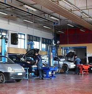 Il Consorzio Poste Motori non fa la fattura elettronica: Centri di revisione auto in difficoltà