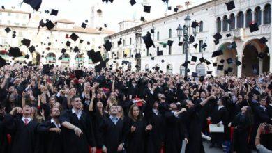 I titoli universitari conseguiti nell'ambito di corsi di laurea svolti in parte contemporaneamente devono essere riconosciuti in modo automatico in tutti gli Stati membri qualora risultino soddisfatte le condizioni minime di formazione stabilite dal diritto dell'Unione